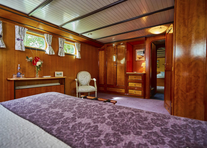 C'est La Vie Luxury Hotel Canal Barge adjoining bedrooms