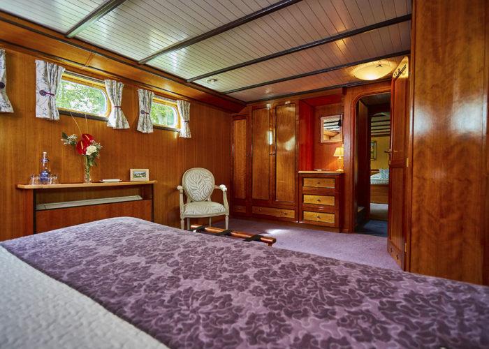 C'est La Vie Luxury Hotel Canal Barge adjoining bedrooms