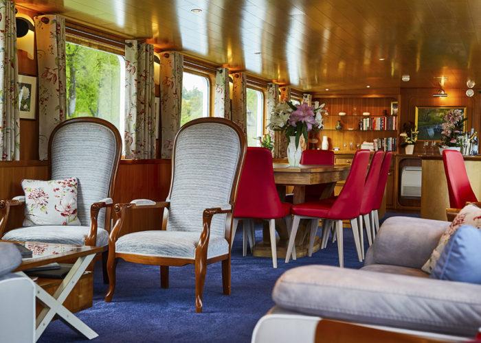 C'est La Vie Luxury Hotel Canal Barge living area