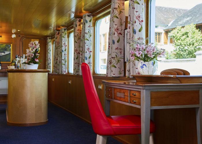 C'est La Vie Luxury Hotel Canal Barge bar alternative view