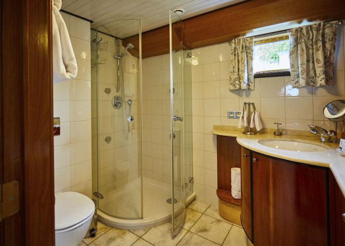 C'est La Vie Luxury Hotel Canal Barge second en suite