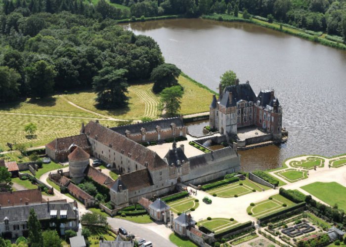 Sightseeing at Château de la Bussiere on the Upper Loire Cruise Route