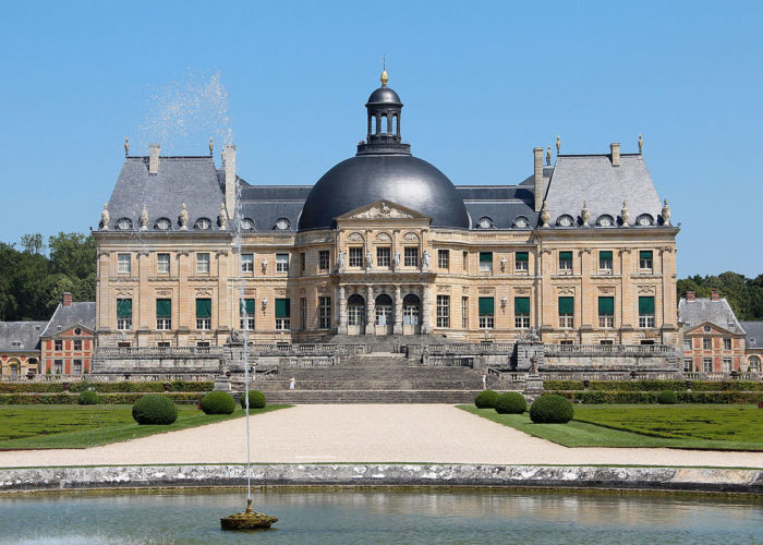Sightseeing at Chateau de Vaux-le-Vicomte on the Meaux to Montargis Cruise Route