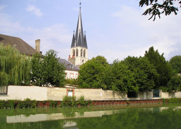 Sightseeing at Tours-sur-Marne, France on the Châlons-en-Champagne Cruise Route