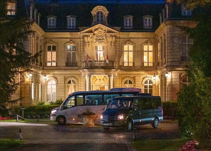 2 star Michelin restaurant Les Crayeres at night