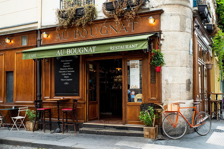 Brasserie in Paris at night