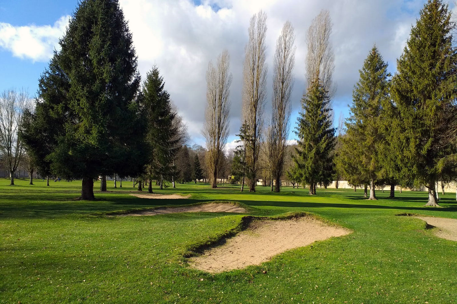 Golf-course-at-Tanlay,-France