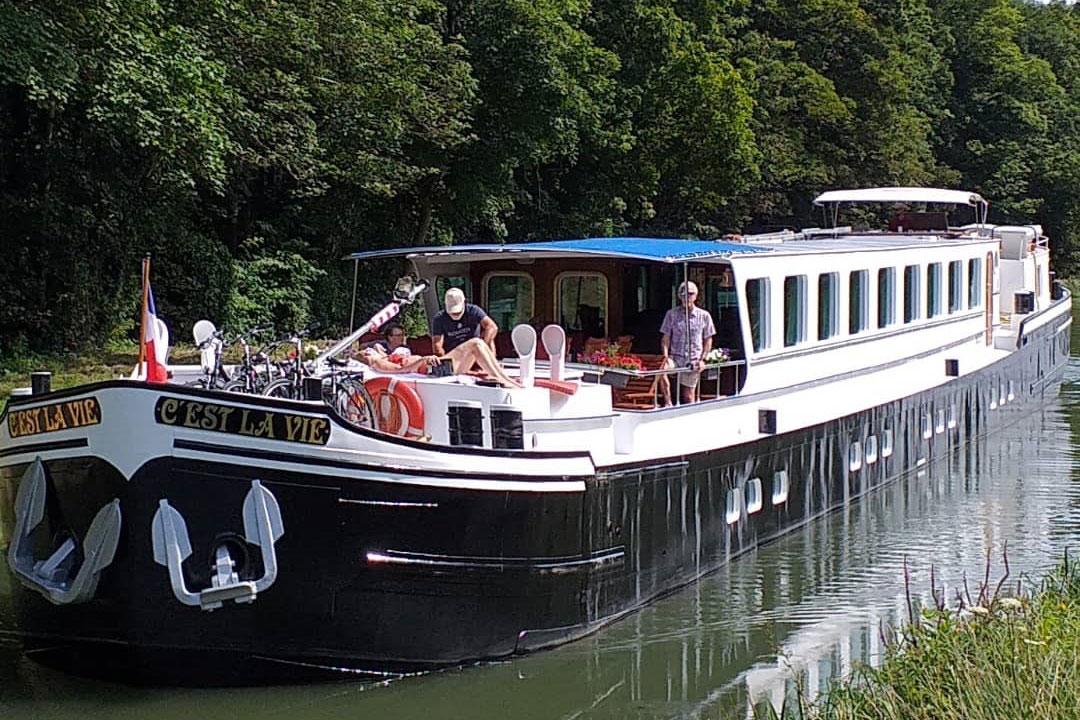 C'est-La-Vie-Luxury-Hotel-Barge-sun-deck
